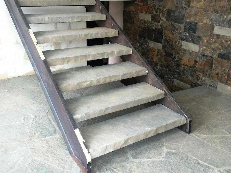 OK Blue Steps w/ Quartzite Flagstone